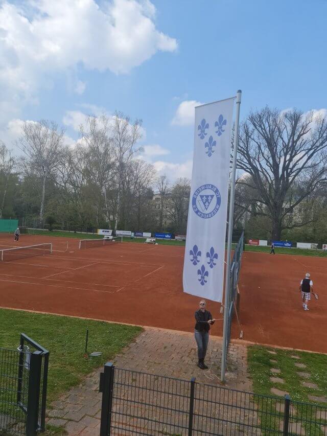 Öffnung der Tennisplätze