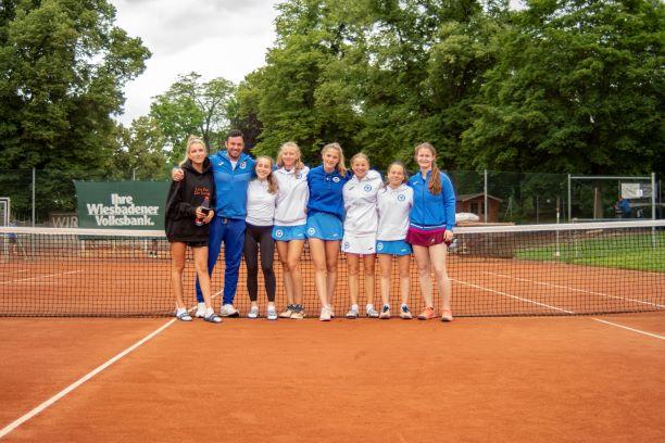 https://tcbw-wiesbaden.de/wp-content/uploads/2021/07/Fotos_Blau_Weiss_WI_Tennis_11_JUL_21_N_Tannreuther_L1010030_low-1.jpg