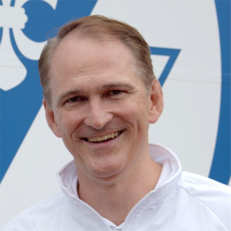 https://tcbw-wiesbaden.de/wp-content/uploads/2021/10/Stephan-Vorstand_Blau_weiss_Wiesbaden_2_OKT_21_0004.jpg